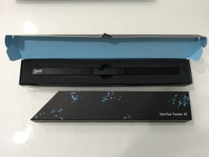 Tobii Eye Tracker 4C と パソコンの三脚 が届きました。